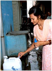 Woman in Delhi using the SWS, P. Virot, WHO
