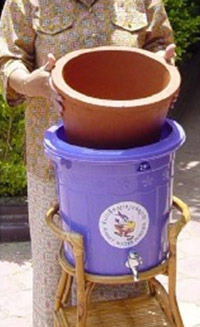 buy ceramic pots placing the ceramic pot in receptacle r rivera pfp ceramic filtration the safe water system cdc