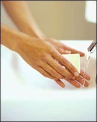 lavado de las manos con agua y jabón.