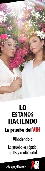 Dos mujeres transgénero posando delante de un árbol de flor de cerezo con flores en su cabello. Lo estoy hacienda. La prueba es rápida, gratis, y confidencial. cdc.gov/Haciendolo #Haciéndolo Act Against AIDS